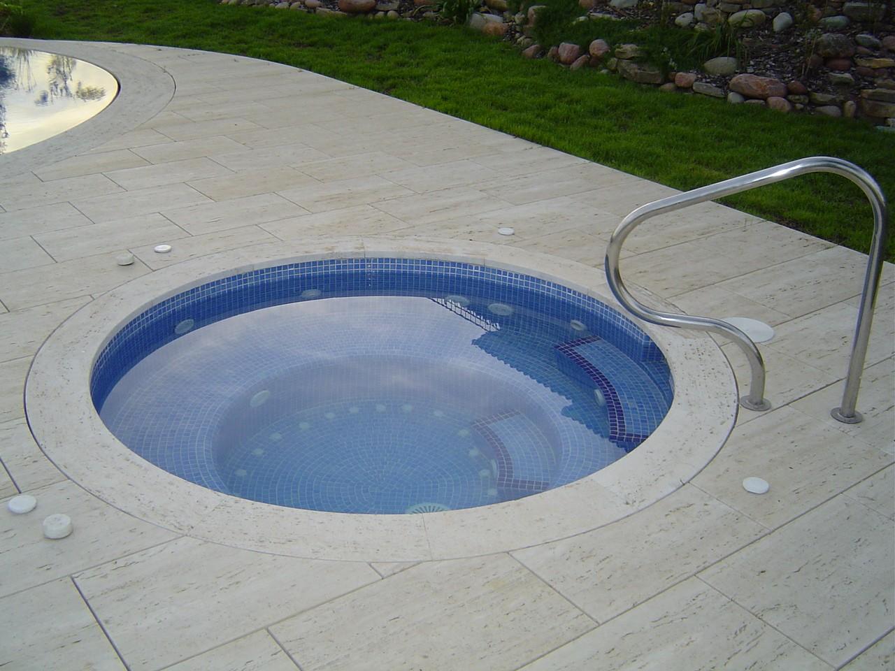 Piscina unifamiliar con jacuzzi construcci n de piscinas - Construccion de piscinas precios ...